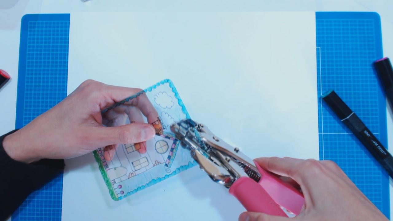 Orificio en plástico retráctil