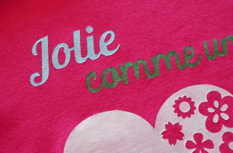 Camiseta decorada con ayuda del Freezer Paper