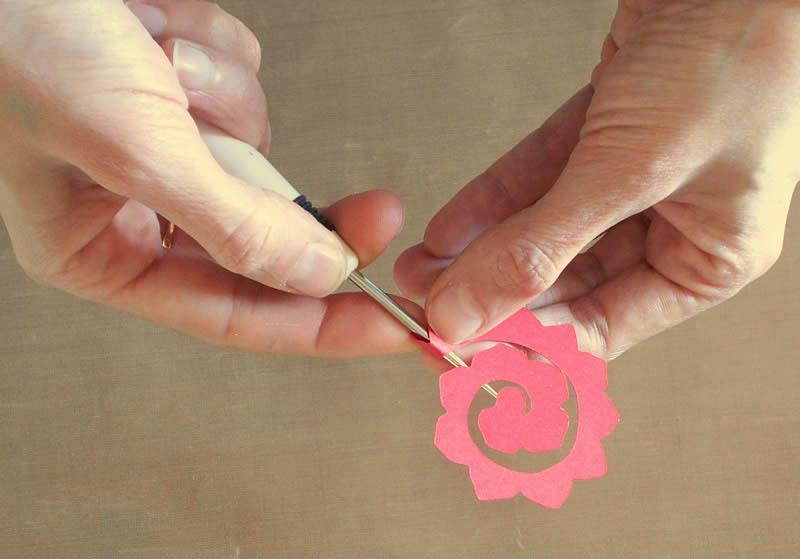 enrollando la flor